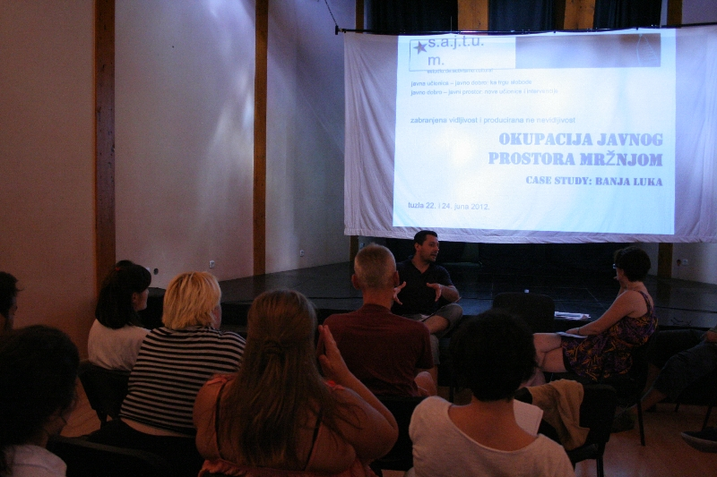 tuzla-juni-2012-okupacija-javnog-prostora-mrznjom-1