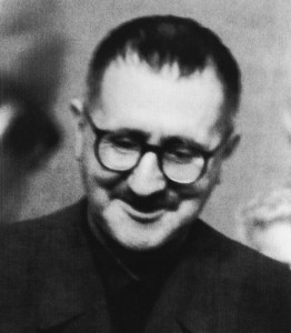 Bertolt_Brecht_Paris_1935
